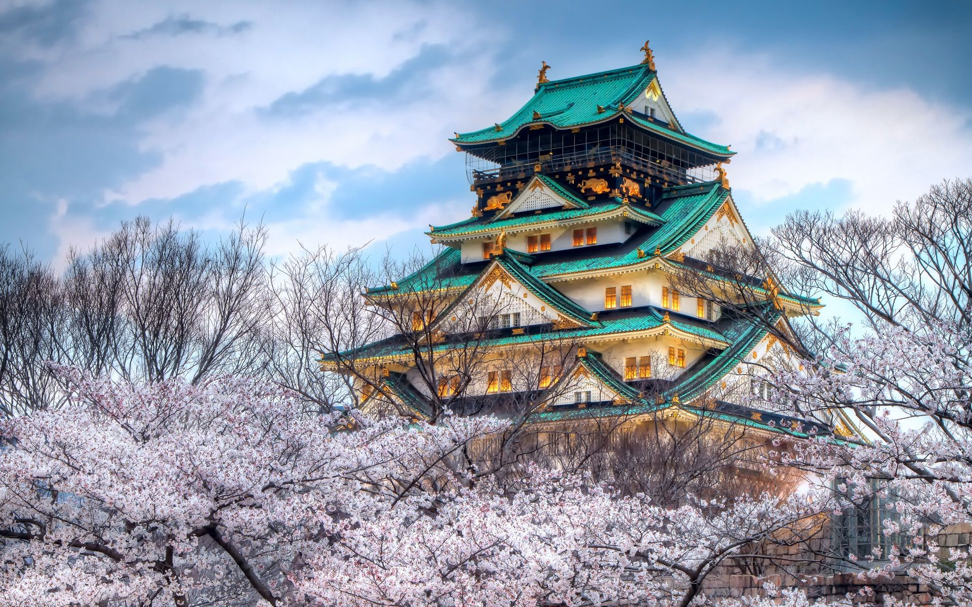 The-Temple-Of-The-Cherry-Blossom-Season-In-Japan